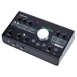 Studio- ja monitorikontrollerit