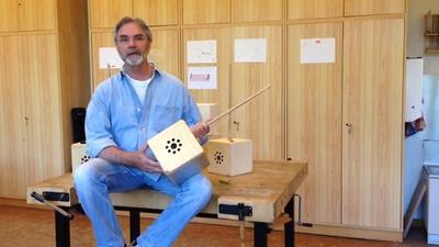 Stefan Heimers erklärt die Skifflebox