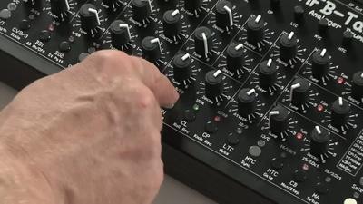 MFB Tanzbär Drumcomputer