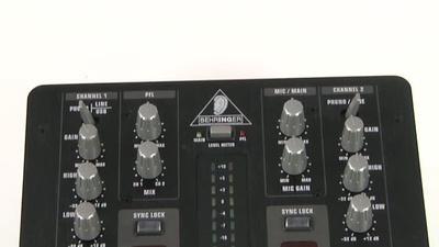 Behringer VMX100 DJ Mixer